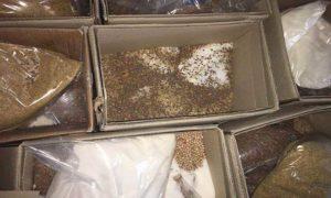 صورة نقلها ناشطين لصناديق تحوي مساعدات غذائية تم العبث بها من قبل قوات النظام